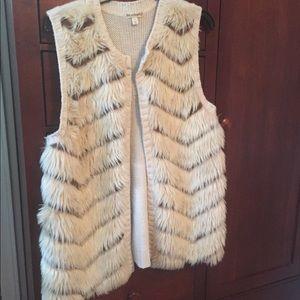Faux fur sweater vest. Size large.